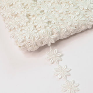 Photography of 25mm White Austrian Daisy Applique Cotton Lace Trim