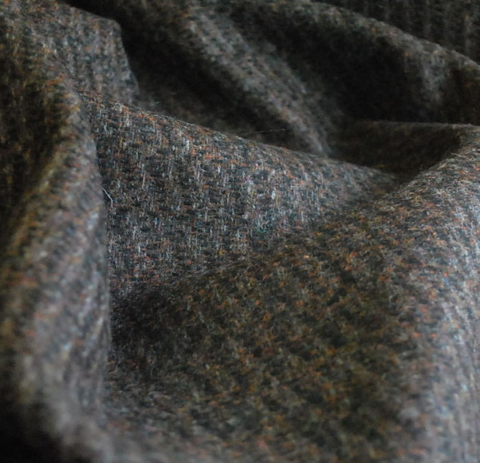 A Rare and Beautiful Thing Highland Tweed Wool Fabric cu 2