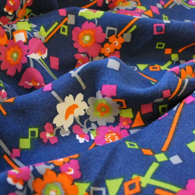 Vintage fabric_Pattie_blue floral_cu