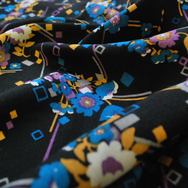 Vintage fabric_Twiggy_black floral