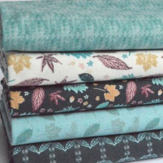 Photography of Fat Quarter Fabric Bundle - 5 Pieces - Autumn Leaves
